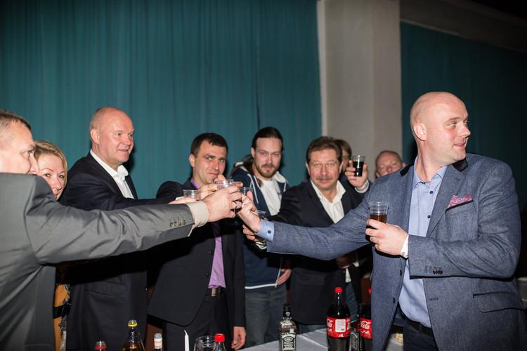 Krosa komisijas labākie sportisti saņem kausus un ballējas līdz rītam