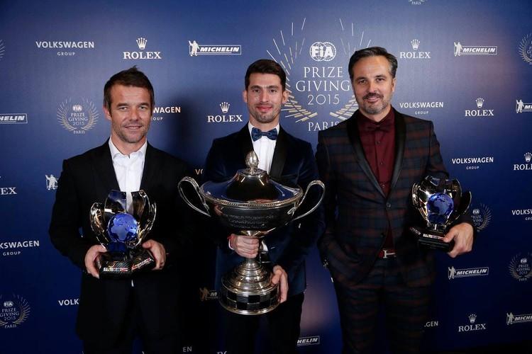 Pasaules labākie autosportisti saņem iespaidīgus kausus