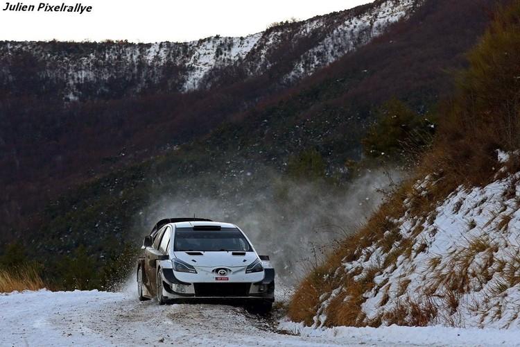 Tanaks Montekarlo testē 'Toyota Yaris WRC'