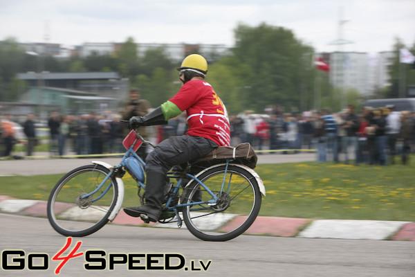 Zelta mopēds Biķerniekos 2009