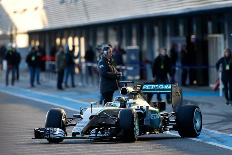 Jaunie un krāsainie F1 bolīdi gatavi jaunajai sezonai