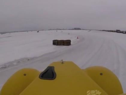 VIDEO: Šlēgelmilhs ar 'Legends' mašīnu bauda ziemas priekus pa ledu