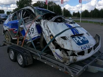 VIDEO: Somu ekipāža cieš smagā avārijā un iznīcina 'Subaru'