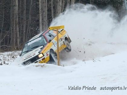 VIDEO: Brāļi Velmes noskrien no ceļa un sasit 'Audi Quattro A2'