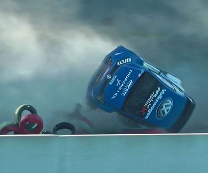 VIDEO: Zviedru sportists 'RallyX Nordic' posmā uzmet vairākus kūleņus