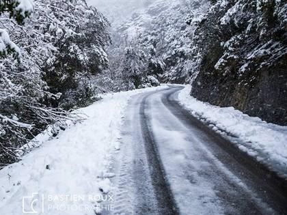 FOTO: Korsikas WRC rallija ceļus vietām negaidīti pārsteidz sniegs