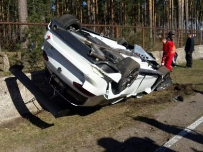 VIDEO: Autošosejas pirmssezonas treniņos Biķernieku trasē piedzīvota avārija