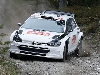 FOTO: Olivers Solbergs aizvada pirmos grants testus ar 'VW Polo R5'