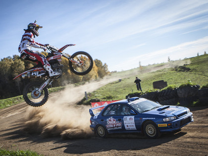 VIDEO: Kurš no čempioniem ātrāks - Nitišs ar Subaru vai Jonass ar motociklu?
