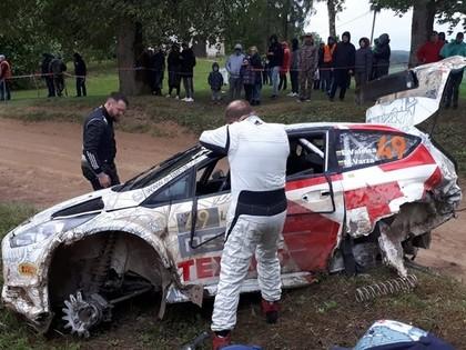 FOTO: Lietuviešu ekipāža avarē 'Rally Liepāja' noslēdzošajā posmā