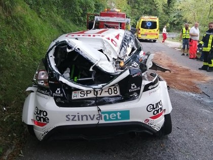 FOTO: Grjazina konkurents Slovēnijas rallijā iznīcina 'Ford Fiesta R5'