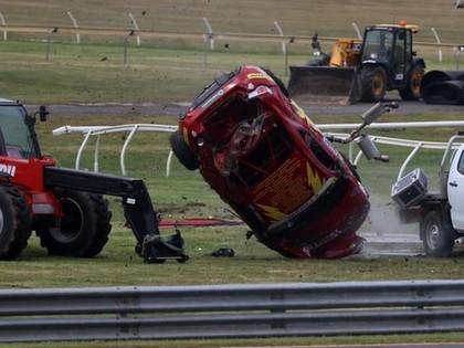 VIDEO: Sportists piedzīvo šaušalīgu avāriju