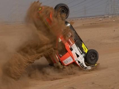FOTO: Čehu ekipāža pēc avārijas testos būs spiesta izlaist Dakaras ralliju