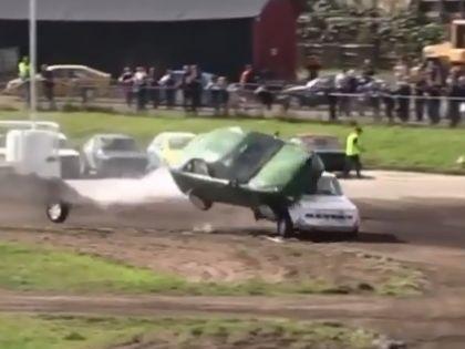 VIDEO: Kurioza avārija Zviedrijas sacensībās