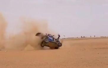 VIDEO: ASV sportists Dakaras rallijā piedzīvo smagu avāriju