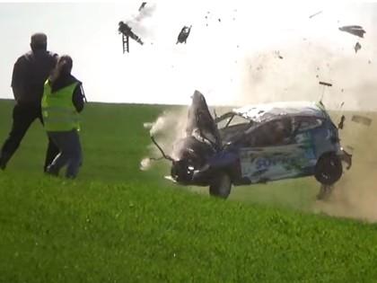 VIDEO: Poļu ekipāža lielā ātrumā piedzīvo smagu avāriju un iznīcina automašīnu