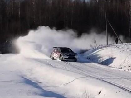VIDEO: Rovanpera testos demonstrē savu ātrumu