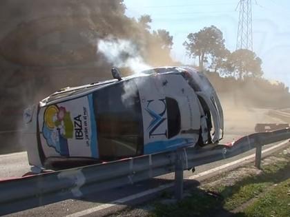 VIDEO: Kalnā braukšanas sacīkstēs tiek piedzīvota iespaidīga avārija
