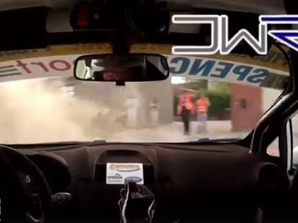 VIDEO: Rallija ekipāžas neticamā izglābšanās no avārijas