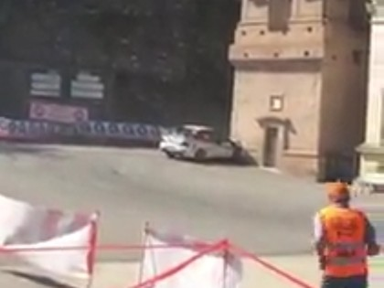 VIDEO: Kurioza avārija Francijas WRC rallijā