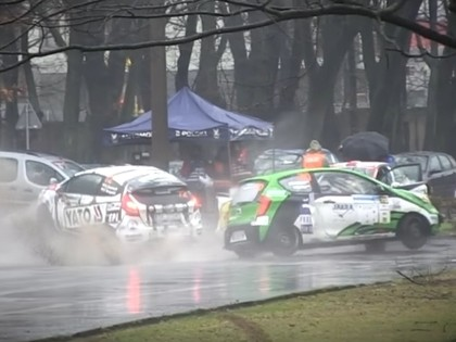 VIDEO: Poļu rallija ekipāža izraisa visai smagu avāriju ar citu ekipāžu