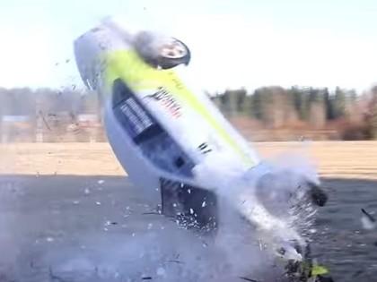 VIDEO: Somijas rallijā viltīgā līkumā vairāki braucēji piedzīvo avārijas