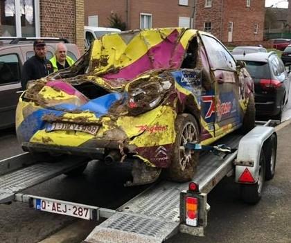 FOTO: Beļģu pilots avarē un iznīcina automašīnu
