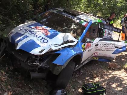 VIDEO: Ekipāža pēc avārijas ieskrien citā automašīnā