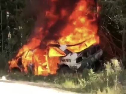 VIDEO: Kenam Blokam pēc avārijas sadeg 'Ford Escort Cosworth'