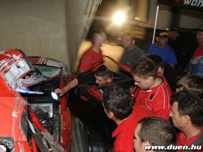 FOTO: Pēc smagas avārijas cieš rallija ekipāžas stūrmane