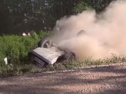 VIDEO: Kaņeps-Kalniņš lielā ātrumā noskrien no ceļa, Eglem kūlenis