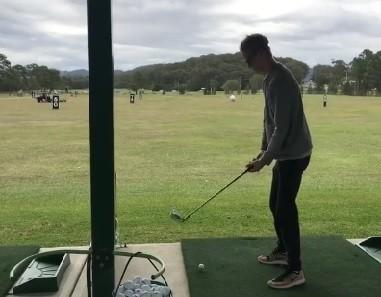VIDEO: Rovanpera pirms Austrālijas WRC rallija neveiksmīgi iemēģina golfu