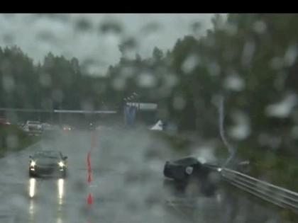 VIDEO: Sieviete dragreisā iznīcina jauno Nissan GT-R