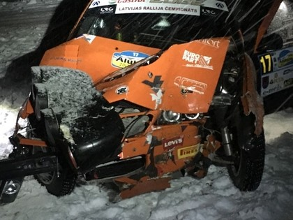 FOTO: 'Rally Alūksne' pirmajā dienā vairākas smagas avārijas