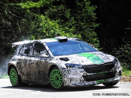 VIDEO: Mīke, Kopeckis un Tīdemans testē uzlaboto 'Škoda Fabia Rally2 Evo'