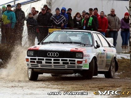 VIDEO: Sportists ar Audi Quattro izklaidē Austrijas rallija skatītājus