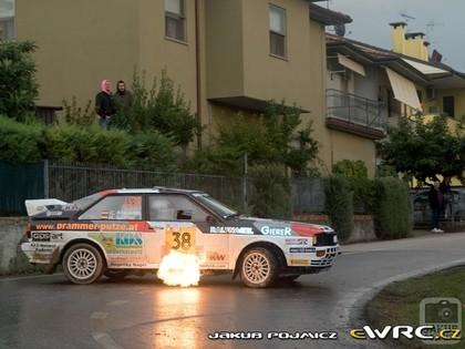 VIDEO: Austriešu sportists ar 'Audi Quattro' rāda klasi