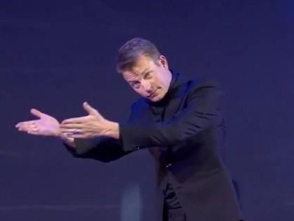 VIDEO: Raikonens iereibis kāpj uz FIA Gala skatuves Sanktpēterburgā