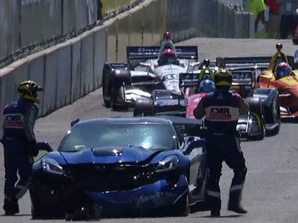 IndyCar sacensībās avāriju piedzīvo drošības mašīna