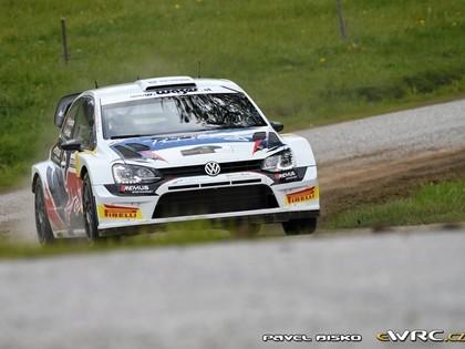VIDEO: Austrijas rallija braucējs ar Ožjē 'VW Polo R WRC' auto debijā izcīna otro vietu