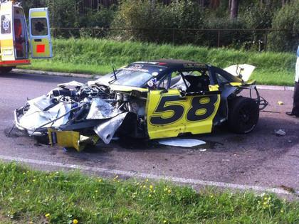 FOTO: 'Riga Summer Race' kvalifikācijā iznīcina Chevrolet Camaro automašīnu
