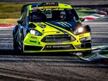 VIDEO: MotoGP zvaigzne Rosi pārspēj WRC zvaigznes un uzvar Moncas rallija šovā