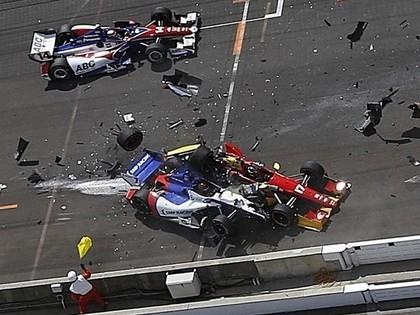 VIDEO: Ar smagu avāriju beidzas formulas noslāpšana startā