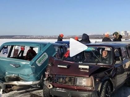 VIDEO: Ledus sacensībās Krievijā pēc starta seko masveida avārija