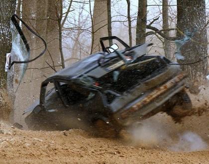 FOTO: Lietuvā notiekošajās sacensībās tiek piedzīvota smaga avārija