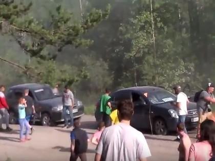 VIDEO: Krievu rallija ekipāža sajauc ceļu un ieskrien skatītāju mašīnās