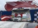 VIDEO: Fani ar milzīgu Latvijas karogu finiša estakādē sagaida Seska/Caunes ekipāžu