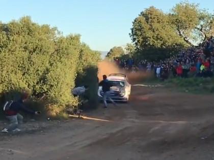 VIDEO: Evans Spānijas WRC treniņos gandrīz notriec pārgalvīgu skatītāju