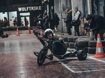 Latvijā aizvadīts pirmais elektrisko drifta triciklu kausa posms pasaulē (VIDEO)