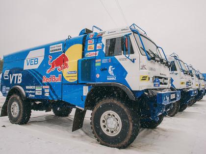Kamaz komanda ar uzlabotajiem auto dodas uz Dakaras rallijreidu